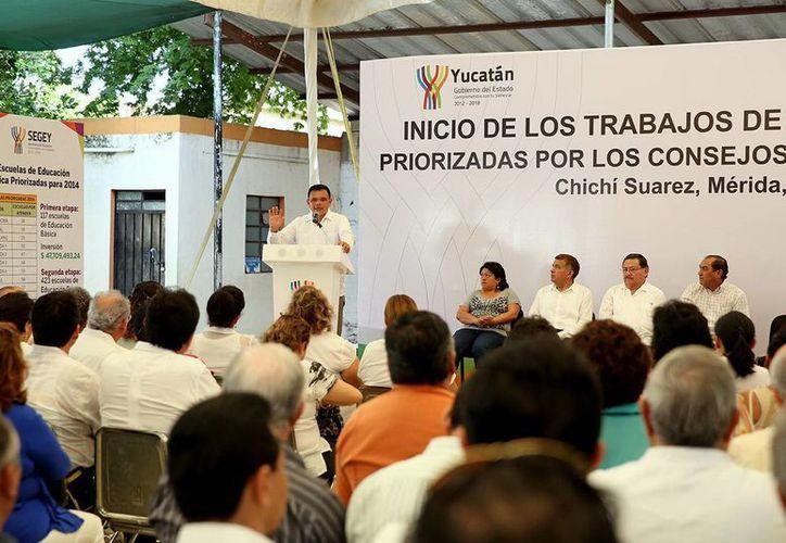 Zapata Bello indicó que el remozamiento de los planteles se llevará a cabo durante la temporada vacacional. (SIPSE)