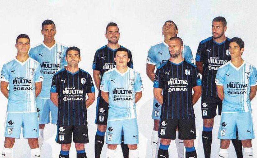 Gallos de Querétaro presentó al plantel y el uniforme con el que intentará tener éxito en la Liga de Campeones de la Concacaf y en la liga MX. (Sitio oficial Querétaro)