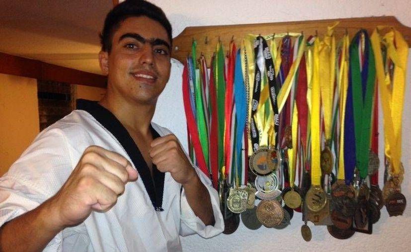 El siete veces campeón nacional Sinhué Peniche, se encuentra listo para la pelea con el conjunto jaguares.(Redacción/SIPSE)