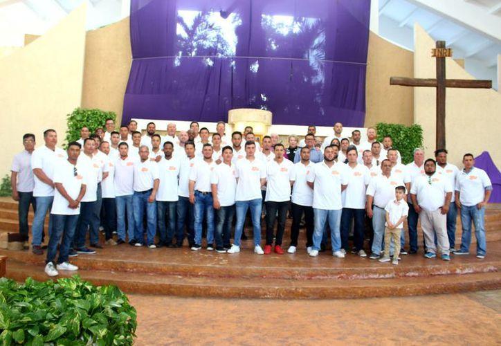 Directiva y jugadores de los Tigres de Quintana Roo asistieron a la Iglesia 'Cristo Resucitado' de la Zona Hotelera. (SIPSE)