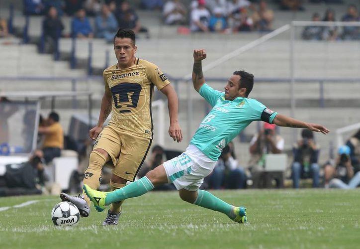 Con solitario gol de Javier Cortés al minuto 82, Pumas venció a Léon este domingo, en Ciudad Universitaria. (AP)