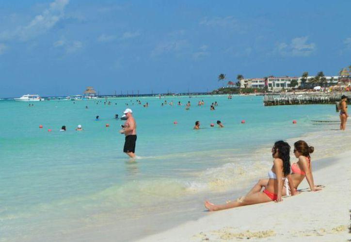 Isla Mujeres es uno de los mejores destinos de playa debido a sus interesantes opciones de esparcimiento. (Archivo/SIPSE).