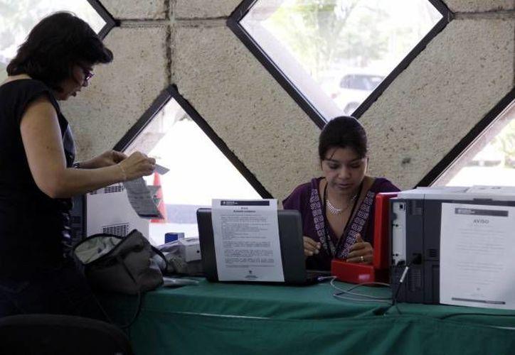 Como suele pasar, en el último día de pago los yucatecos acudieron masivamente a los módulos de la SSP. (SIPSE/Archivo)