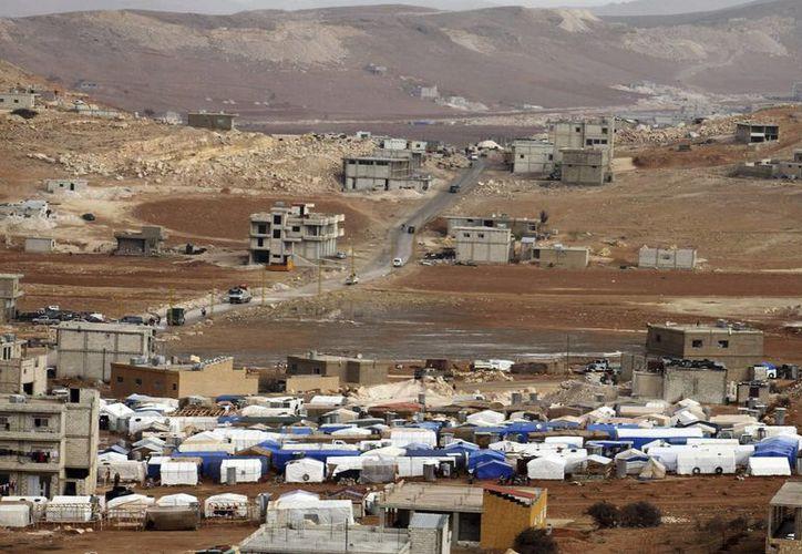 Se estima que cerca de un millón de sirios viven en Líbano huyendo de la guerra civil. (EFE)