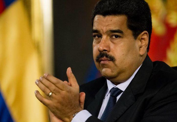 El presidente de Venezuela, Nicolás Maduro, llamó a sus seguidores a estar 'alerta' ante lo que calificó como una 'arremetida golpista, insensata y alocada'. (EFE)