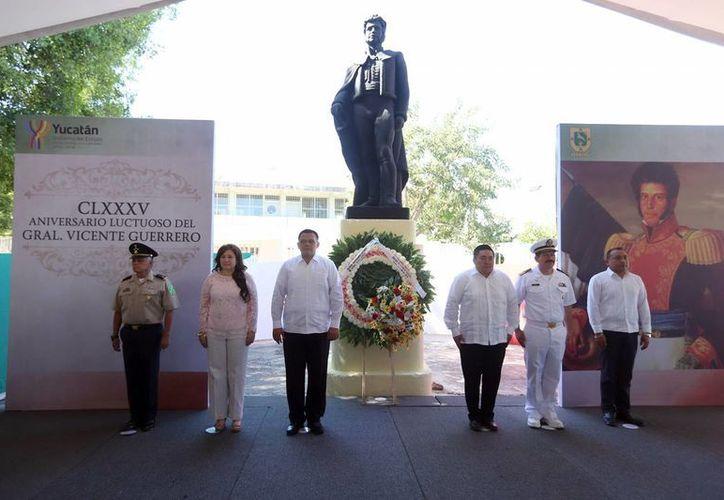 Imagen de la ceremonia luctuosa en recuerdo del general Vicente Guerrero a 185 años de su muerte. (Milenio Novedades)