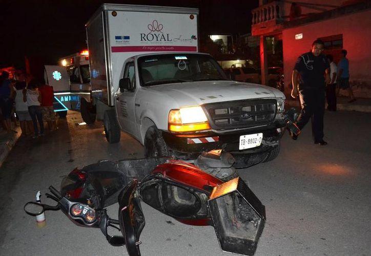 """El conductor de la motocicleta iba a exceso de velocidad, fue impactado luego de no respetar un letrero de """"alto"""". (Redacción/SIPSE)"""