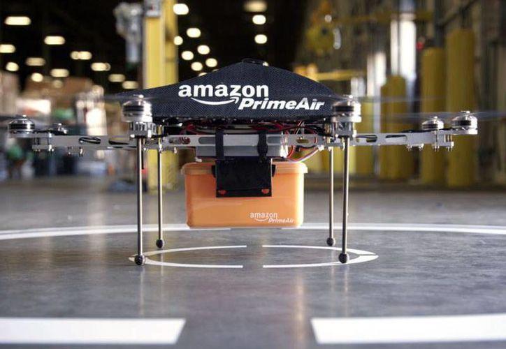 El Prime Air de Amazon puede transportar diferentes paquetes que pesen menos de 2 kilos y medio. (Amazon)