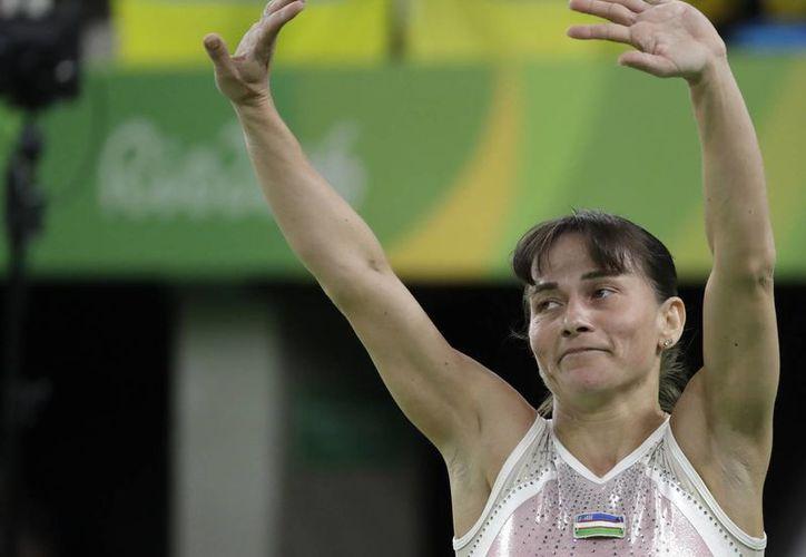 Oksana Chusovitina (foto) no obtuvo buenos resultados en su participación en Río 2016. La estadounidense Simone Biles ha dominado la gimnasia.(Rebecca Blackwell/AP)
