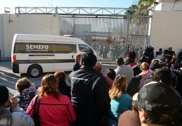 Imagen de las afueras del penal de Topo Chico la mañana después del motín que se registró con el saldo de 49 muertos 12 heridos. (Archivo/Notimex)