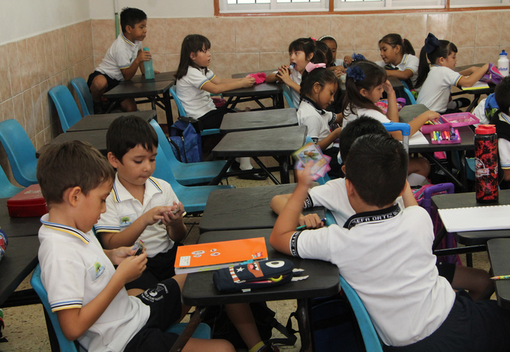 En algunas escuelas no se presentaron los profesores, por lo que se pidió a padres que no asistan hasta resolver el problema. (Paola Chiomante/SIPSE)