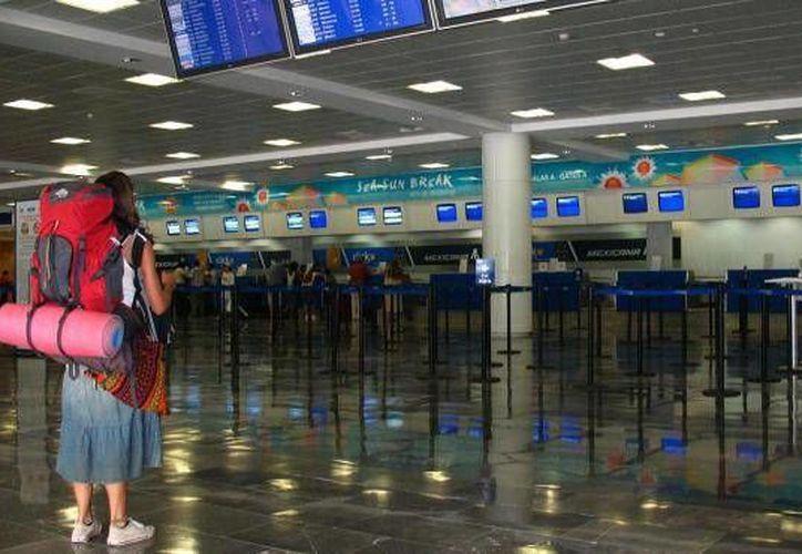 El tráfico de pasajeros internacionales en Cancún ascendió a 5.1 millones en los primeros cinco meses de este año. (Foto de Contexto/Internet)