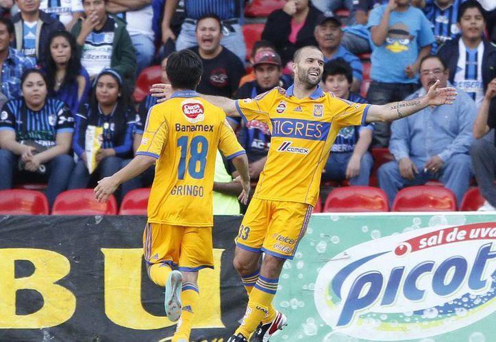 El pampero 'Tito' Villa puso dos goles de por medio entre su trono como goleador y quienes aspiran a posarse en él. (Archivo Notimex)