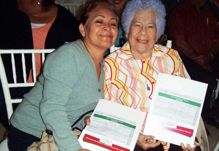 El Issste realizó ayer su cuarto sorteo para préstamos personales.  De 600 créditos, 300 se distribuyeron para los jubilados y pensionados del Issste (Milenio Novedades)
