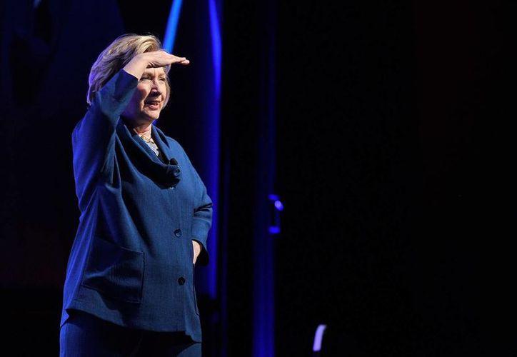 Hillary Clinton tomó con humor el incidente: '¿Estamos en el Cirque du Soleil?', dijo. (AP)