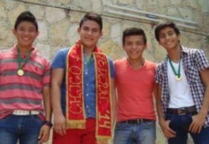 Los ganadores de los tres primeros lugares del concurso 'Chico Federal' en la escuela secundaria Benito Juárez, del puerto de Progreso, Yucatán. (SIPSE)