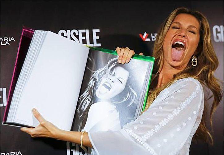 La modelo Gisele Bundchen, quien fue reconocida como la mejor pagada del mundo, presentó un libro sobre su trayectoria en el mundo de la moda, la cual dio por concluida solamente hace unos meses. (AP)