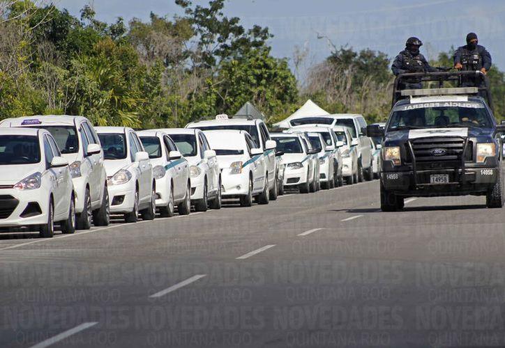 Los manifestantes estuvieron sobre la lateral derecha de la avenida Guayacán. (Jesús Tijerina/SIPSE)