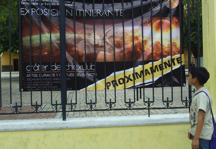 Público general, invitado a la exposición itinerante. (Manuel Pool/SIPSE)
