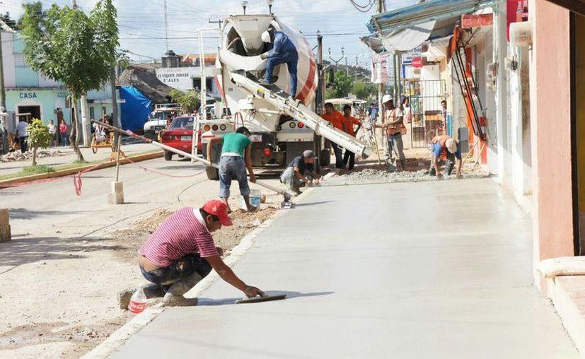 Exigen que empresas ya no traigan a alarifes de Yucatán. (Alejandro Poot/SIPSE)
