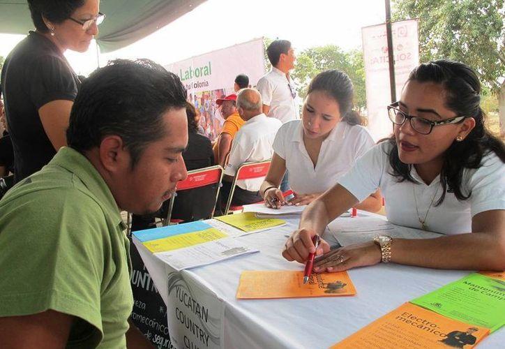 Realizan en el 'Paseo Verde' la primera edición del programa Bolsa de Trabajo en tu Colonia. (Foto cortesía del Gobierno de Yucatán)