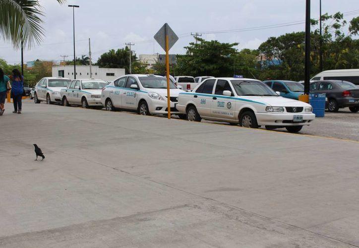 A los taxistas no les resulta redituable ir hasta esas zonas por 35 pesos. (Luis Ballesteros/SIPSE)