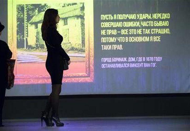 La exhibición multimedia de van Gogh dio a conocer entrada gratuita a aquellas mujeres que lleguen en tacones altos, y 50% de descuento a cualquier hombre que se llame Sergei.(AP)