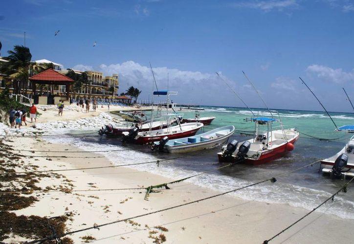 El mal tiempo ocasionó el cierre del puerto a embarcaciones menores. (Octavio Martínez/SIPSE)