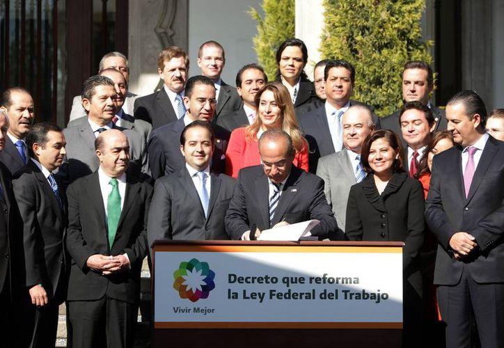 Calderón afirma que este año se generaron 940 mil nuevas plazas laborales formales. (www.presidencia.gob.mx)