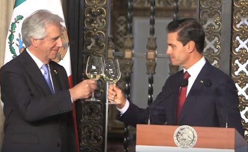 Tabaré Vázquez arribó a México para afianzar los vínculos bilaterales. (Facebook)
