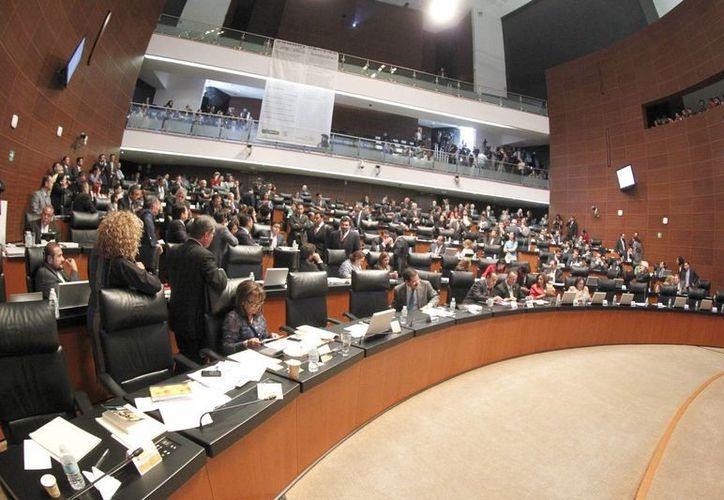 El pleno de la Cámara de Senadores durante la sesión en la que fue aprobada el total del paquete de Reforma Fiscal y Hacendaria en materia energética. (Notimex)