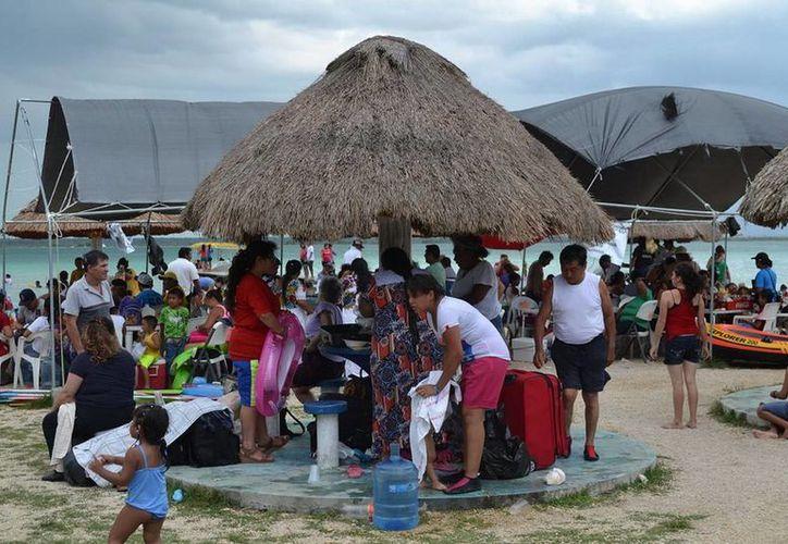Días Santos fueron los que se aprovecharon para ir a la playa. (Redacción/SIPSE)