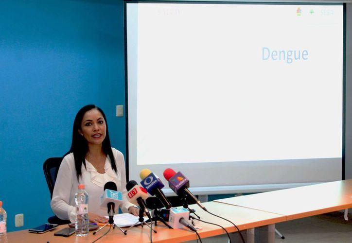 La secretaria Estatal de Salud pide la participación para eliminar los criaderos de mosquitos. (Daniel Tejada/SIPSE)