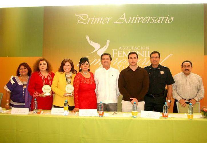 Durante el cierre del primer ciclo de gestiones y actividades de la Agrupación Empresarial Femenil Yucateca (Afey) se entregaron reconocimientos a 10 mujeres. (Fotos cortesía de la Sefoe)