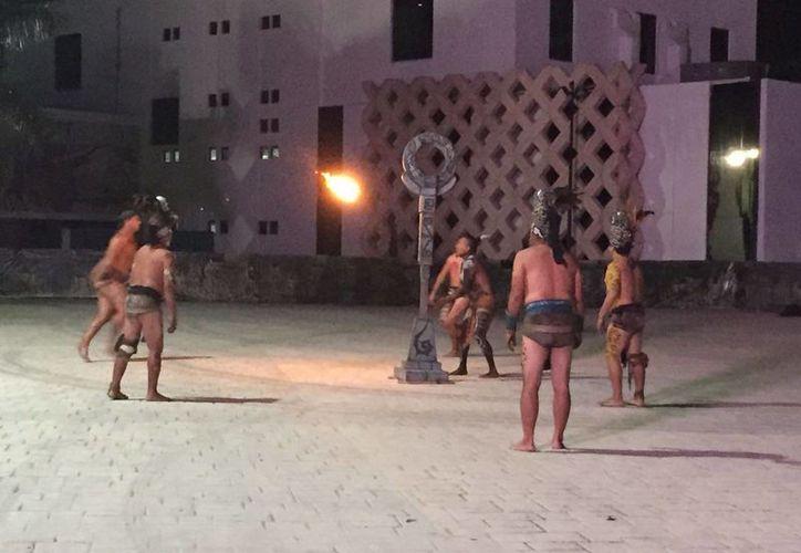 La Expo Redescubre Yucatán incluyó la promoción de cenotes, de eventos sobre avistamientos de aves, exposiciones, conferencias, una muestra gastronómica, bailes, y un espectáculo en vivo del juego de pelota maya. (Foto cortesía)