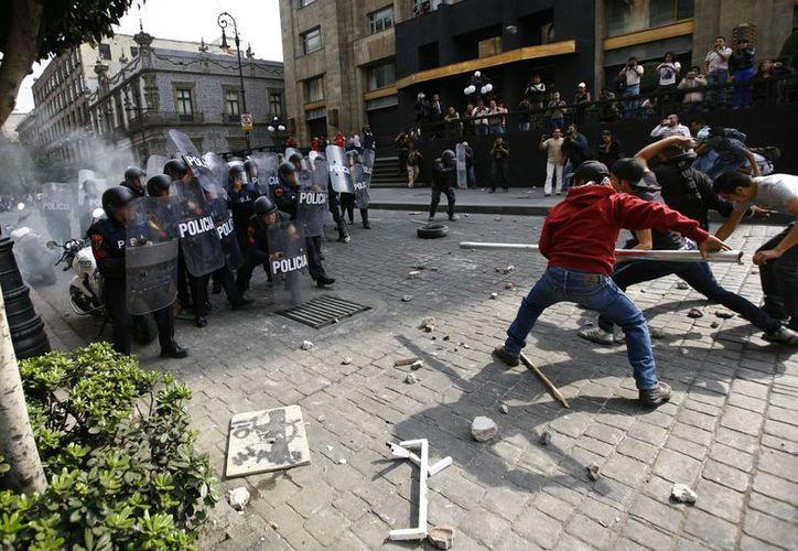 A partir de la toma de posesión de Enrique Peña comenzarían actos violentos contra su gobierno. (Agencias)