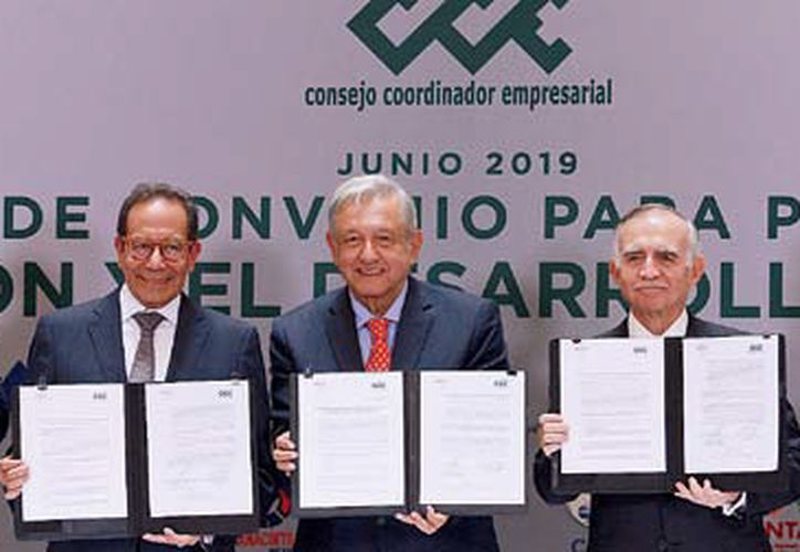 El presidente Andrés Manuel López Obrador, encabezó la firma del Convenio para la Promoción de la Inversión y el Desarrollo Incluyente con los empresarios del país. (Redacción/SIPSE)