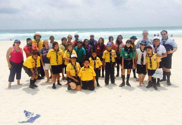 """Grupos de """"Boy Scouts"""" organizaron su tiempo de diversión en la playa """"Mirador"""". (Tomás Alvarez/SIPSE)"""