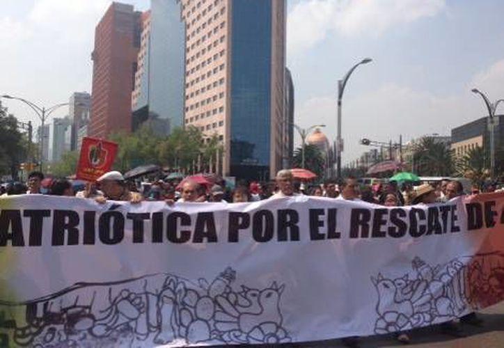 Los manifestantes no solo pertenecen a la CNTE y la CETEG sino también al SME y al STUNAM. (Milenio)