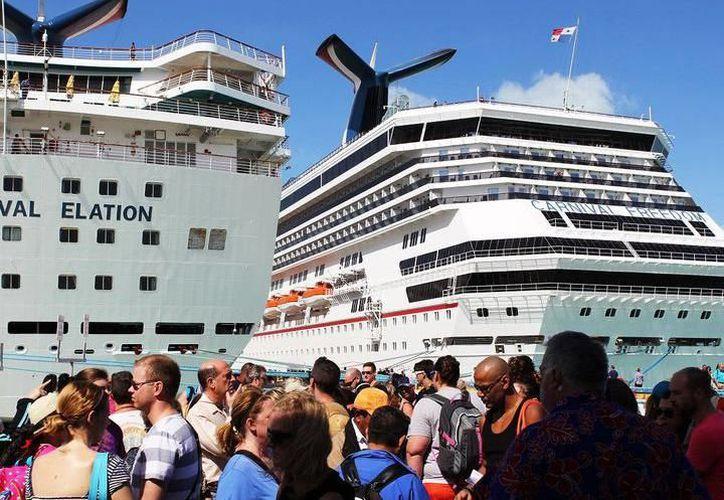 Una de las embarcaciones registró un total de tres mil 661 pasajeros y mil 139 miembros de la tripulación. (SIPSE)