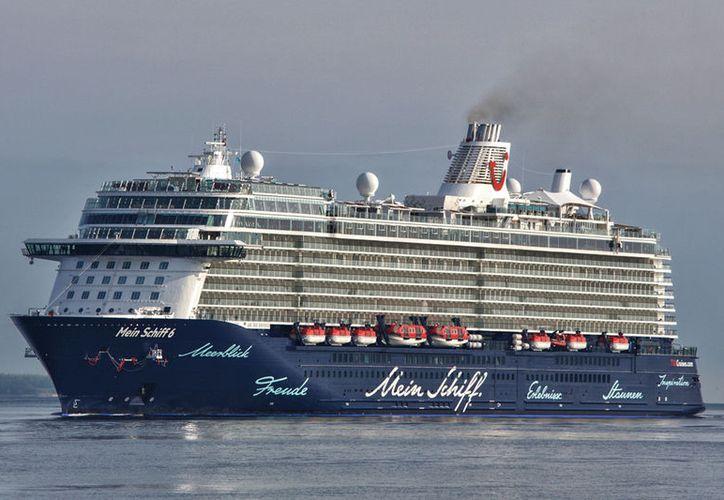 """""""Mein Schiff 6"""" hizo su viaje inaugural zarpando desde el puerto de Hamburgo en Alemania. (Contexto/Internet)."""