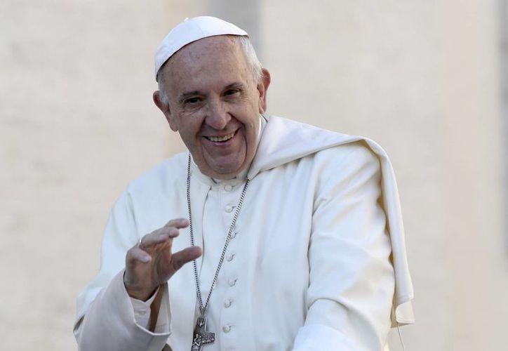 El papa Francisco dice que los pobres y las personas alejadas de la comunidad de la Iglesia merecen atención especial. (AP/Alessandra Tarantino)