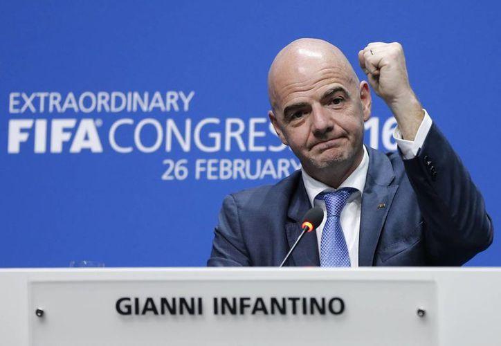 FIFA acusa a Sudáfrica de pagar para obtener el Mundial 2010, pero pide justicia a EU para recuperar las decenas de millones de dólares perdidos. En la foto, Gianni Infantino, presidente de FIFA.(AP)
