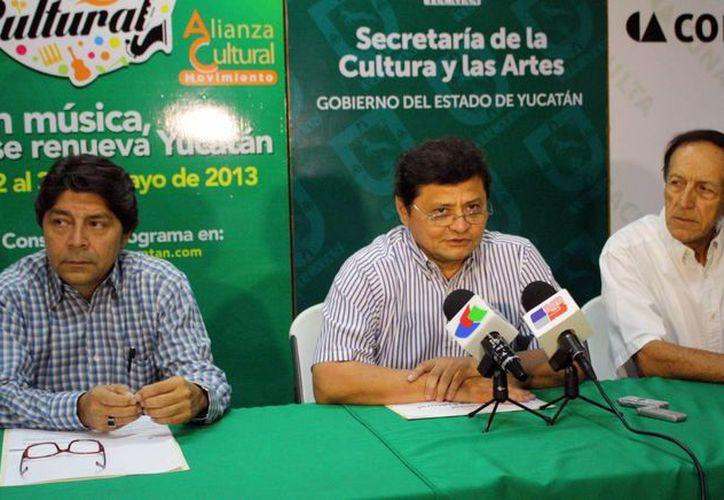 Raúl Vela Sosa presentó el programa del festival. (SIPSE)