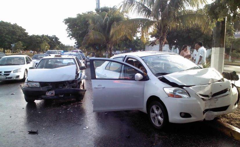 En los accidentes se reportaron daños y personas lesionadas. (Eric Galindo/SIPSE)