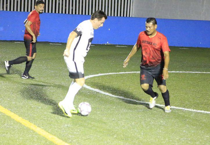 Ántrax FC acumula tres victorias y suma 9 puntos para ubicarse en cuarto sitios del Grupo Uno, y Deportivo Azteca tiene sólo un punto. (Miguel Maldonado/SIPSE)
