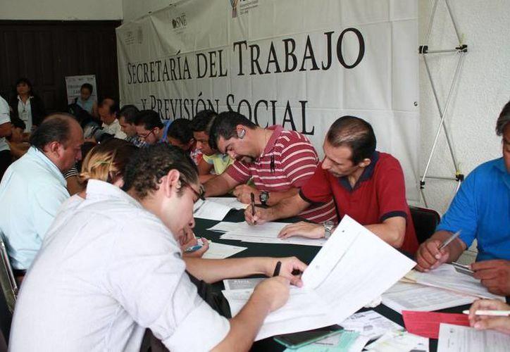 Laura Fernández Piña, presidenta municipal de Puerto Morelos informó que en los tres eventos realizados, se han ofertado cerca de dos mil vacantes. (SIPSE)