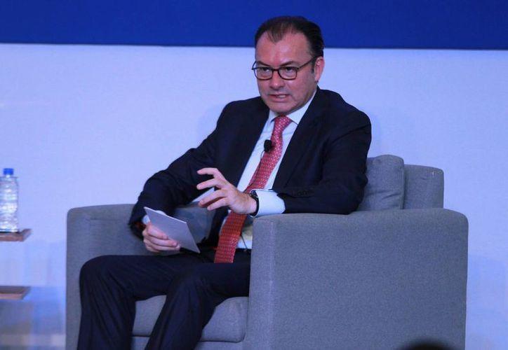 El secretario de Hacienda, Luis Videgaray, exhortó a los legisladores del PRI a seguir defendiendo las reformas estructurales.  (Archivo/Notimex)