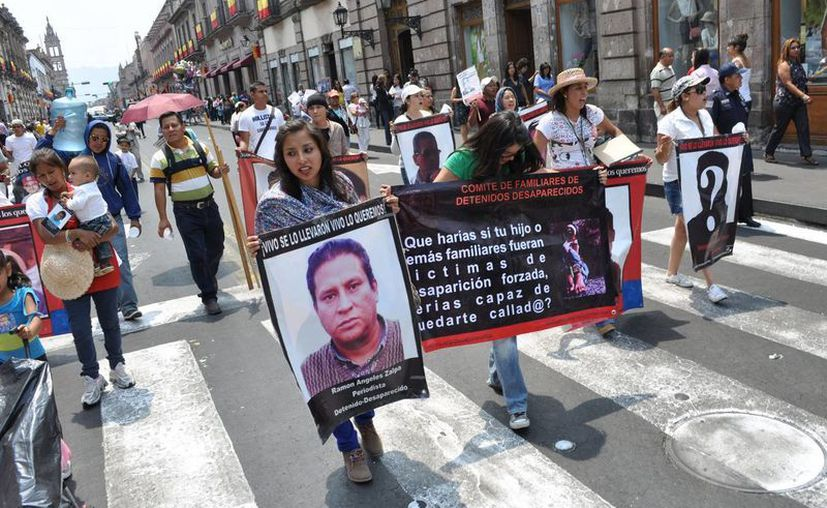 Las madres de desaparecidos levantaron el plantón que mantenían frente a la PGR. (Archivo/Notimex)