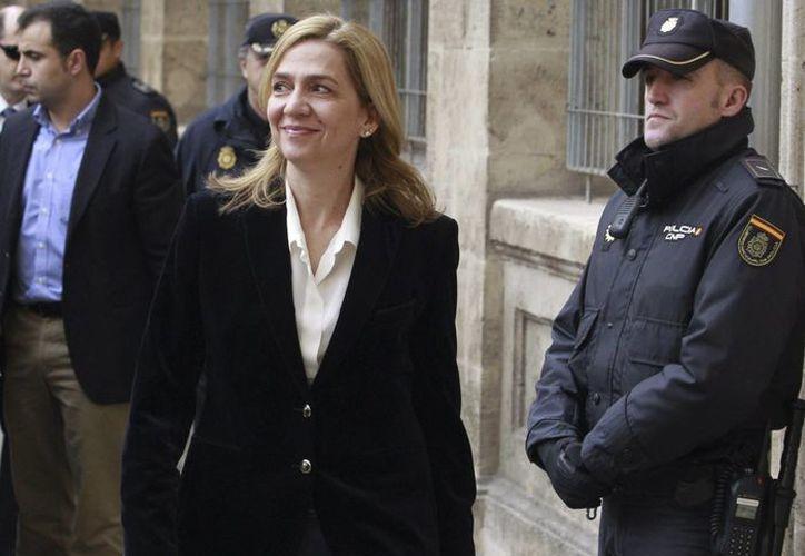 La infanta Cristina a su llegada a los juzgados de Palma de Mallorca. la hermana del rey de España figura en un sumario junto a su marido, Iñaki Urdangarin, sospechoso de malversación de fondos públicos. (EFE/Archivo)